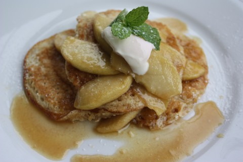 Vanilla Hotcakes with apple