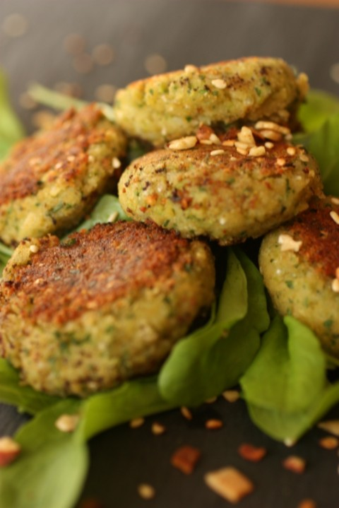 Falafel with yoghurt dressing